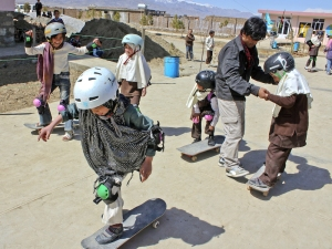 skateboarding-makes-afghan-girls-feel-free-881-body-image-1422548797